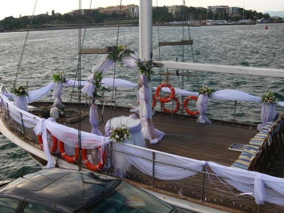 """Яхта """"Мистери"""" Несебър> Тема: Церемония на яхта Бяло и виолетово"""