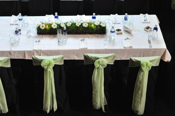 """Ресторант """"Лебед"""" София> Тема: Полянки с цветя Зелено, бяло и жълто"""